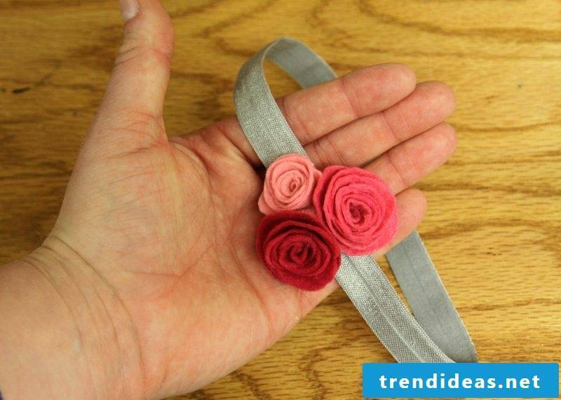 Baby hairband with flowers