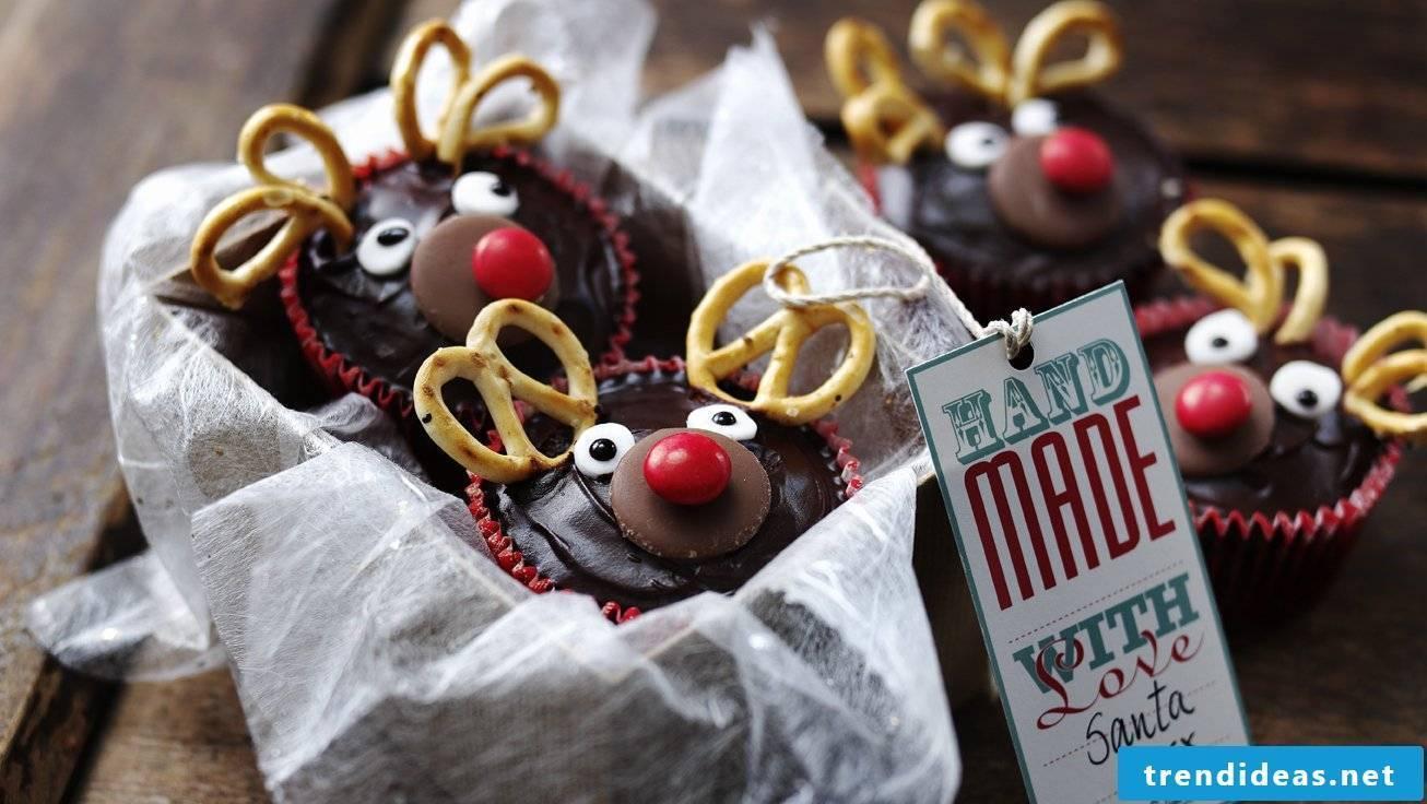Make Christmas presents yourself - muffins with Christmas motives