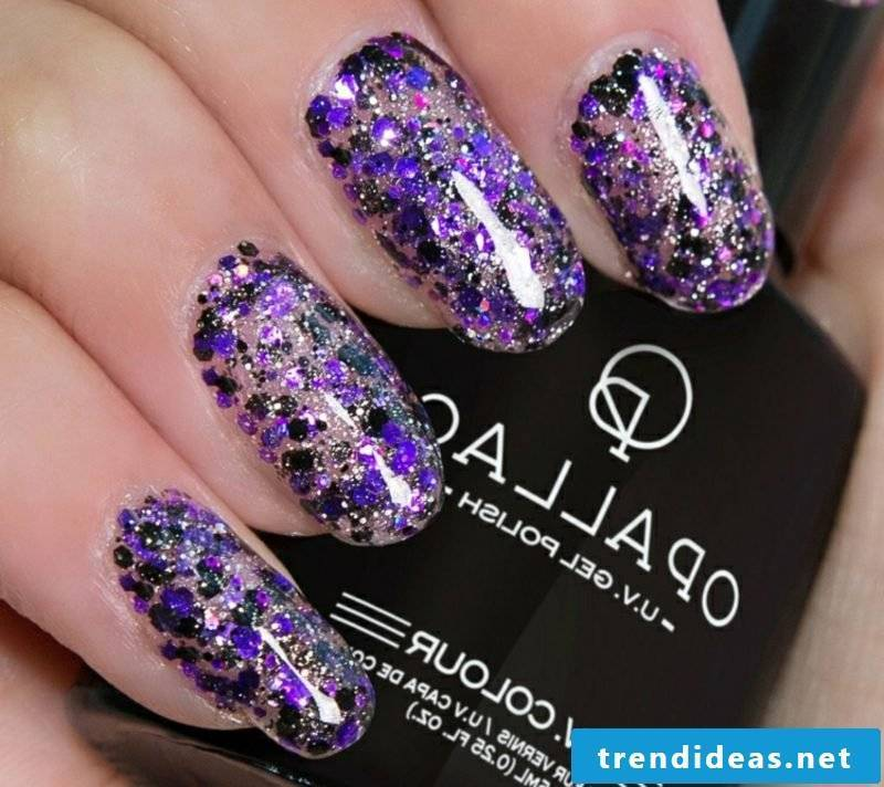 Make gel nails with glitter yourself