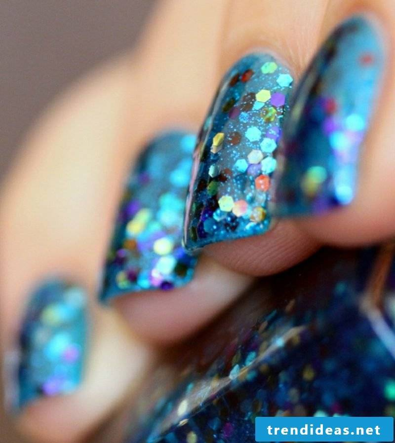 Gel nails with glitter blue party look