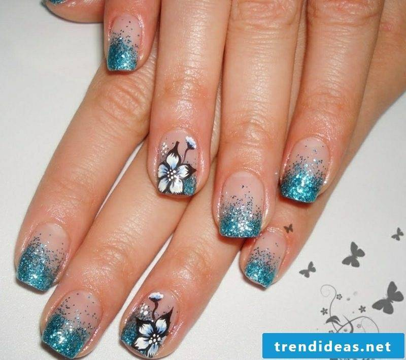 Gel nails pattern French glitter