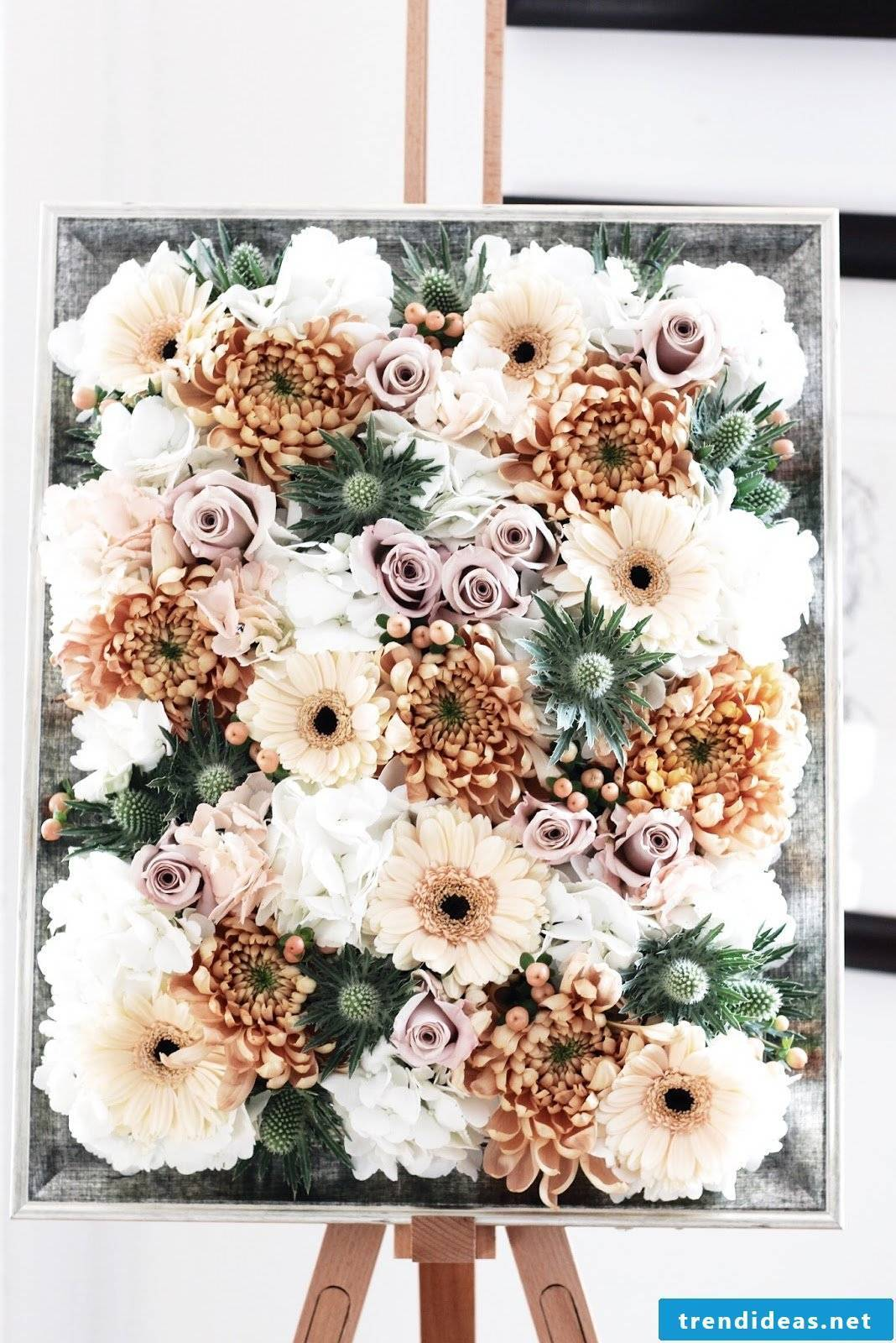 DIY idea for homemade picture frame with artificial flowers