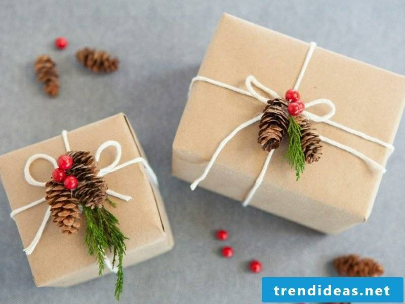 Gifts wrap Christmas pine cone berries