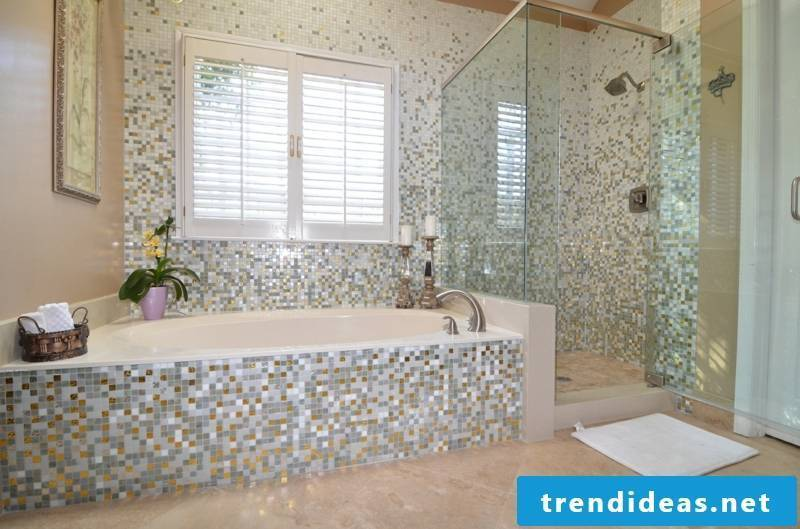 Glass mosaic in the bathroom