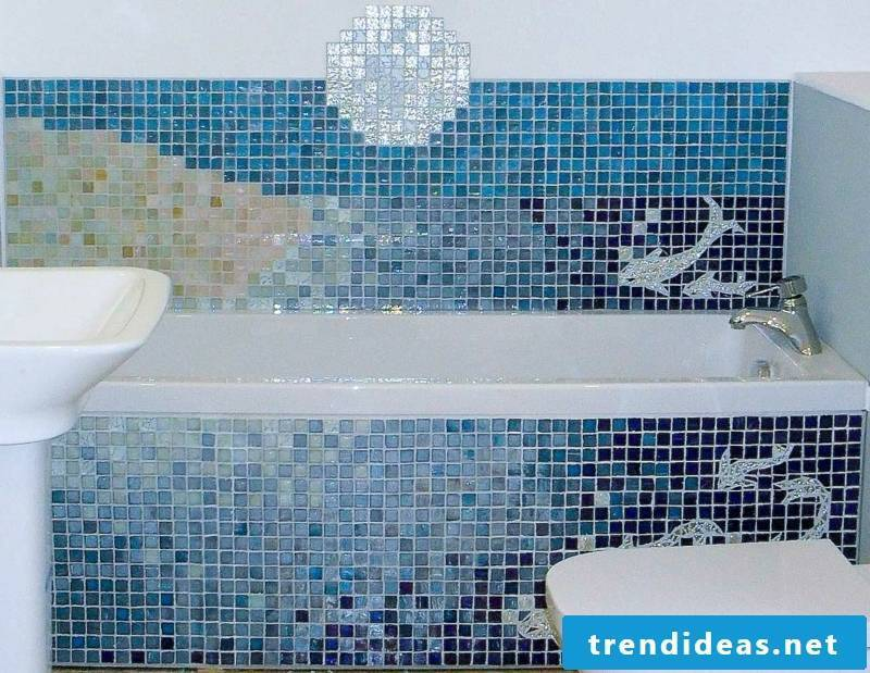 Glass mosaic mosaic tiles in the bathroom