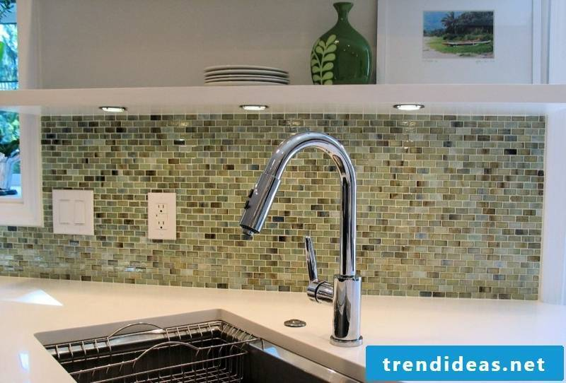 glass mosaic as eye-catcher in the kitchen