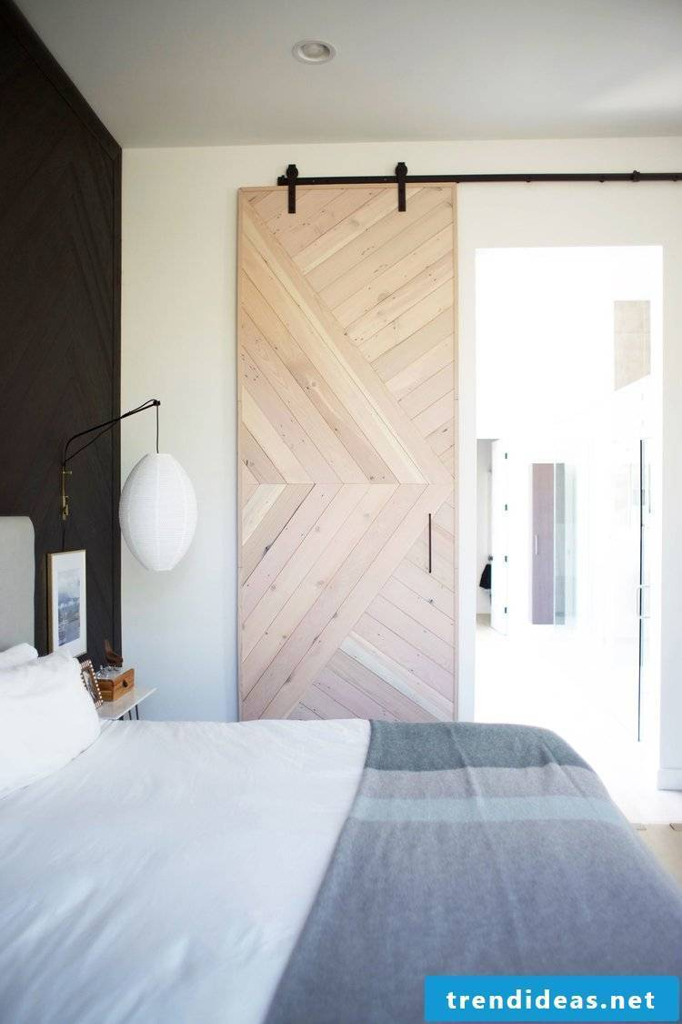 Do-it-yourself house ideas with wood panels - Sliding door in country style for the bedroom