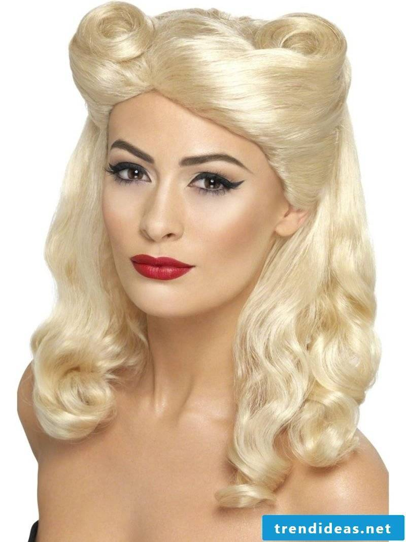 PIn Up Hairstyles Victory Rolls
