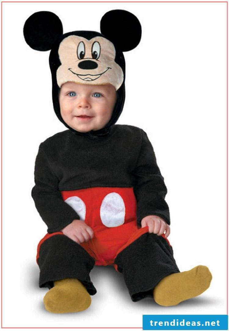 Halloween costumes make children themselves