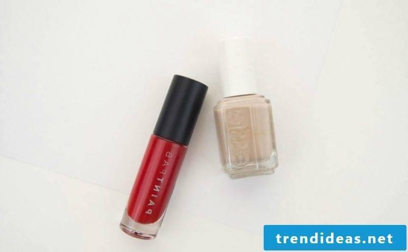 Red nail design for Halloween like Bloody Fingerprints DIY Instructions