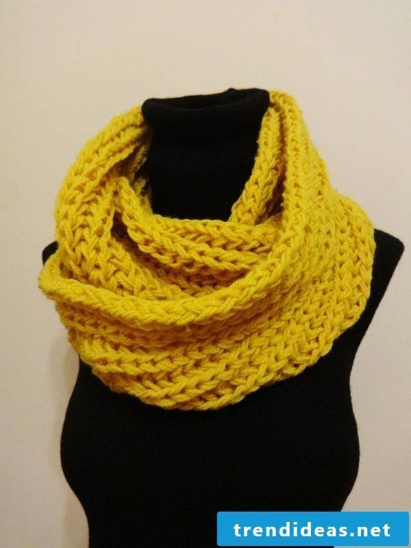 The loop scarf will keep you warm and will pep up your outfit quite well.