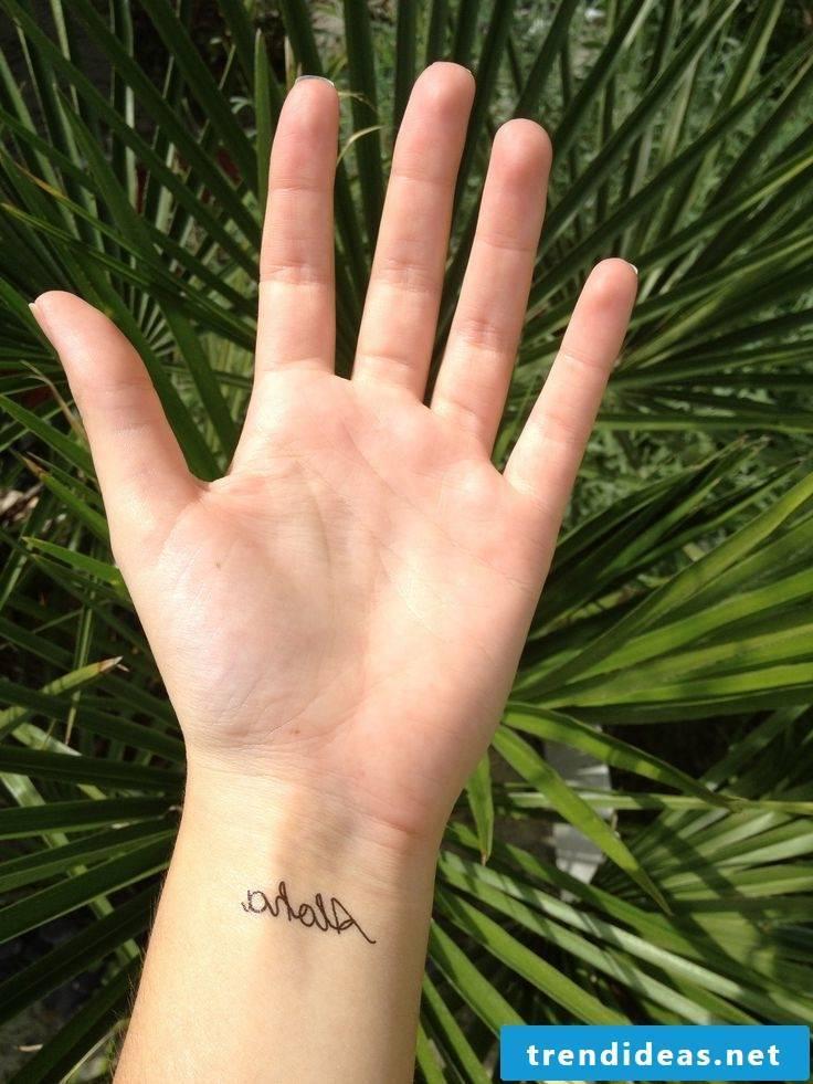 Ephemeral tattoo hand