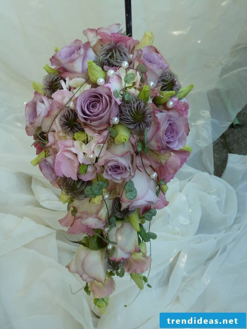 Bridal bouquet in the form of waterfall roses