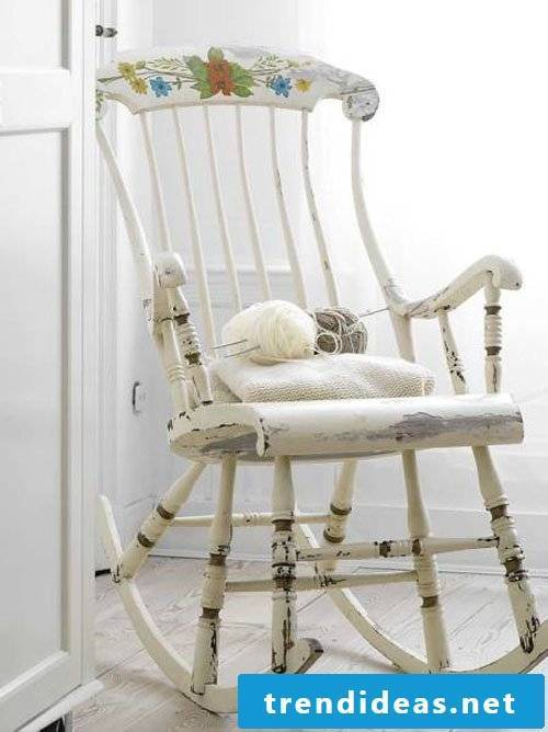 Are you in love with this chair in Shabby Style?  Do not look for a business, do it yourself!