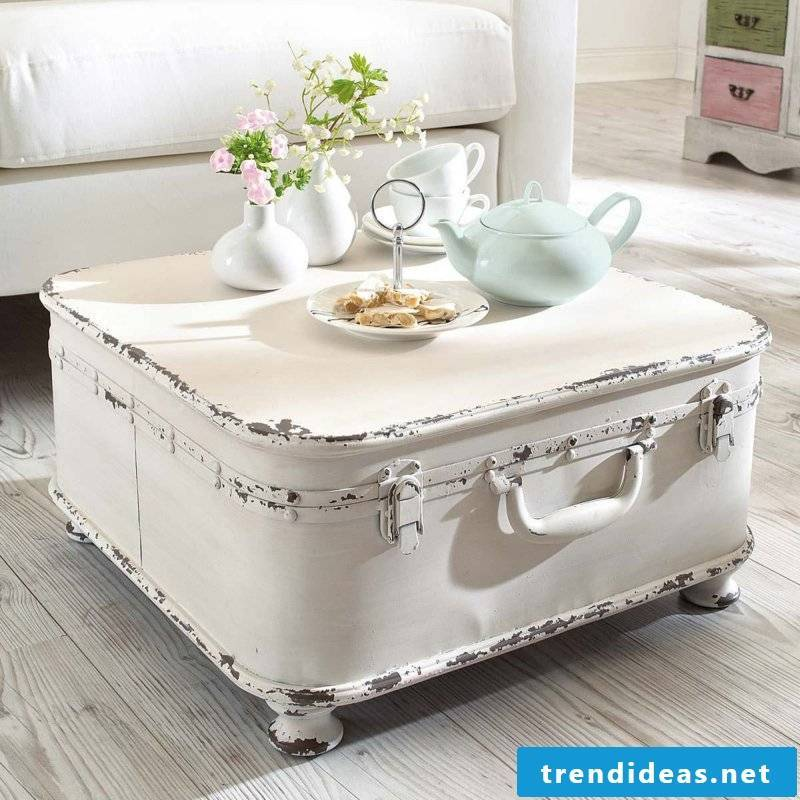 Spice up your living room with a shabby chic touch!