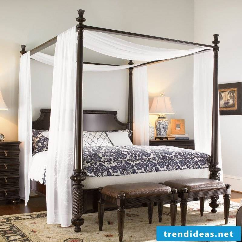 Four-poster curtain in combination with solid wood