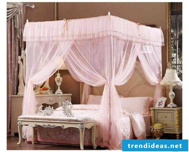 Four-poster curtain in pink