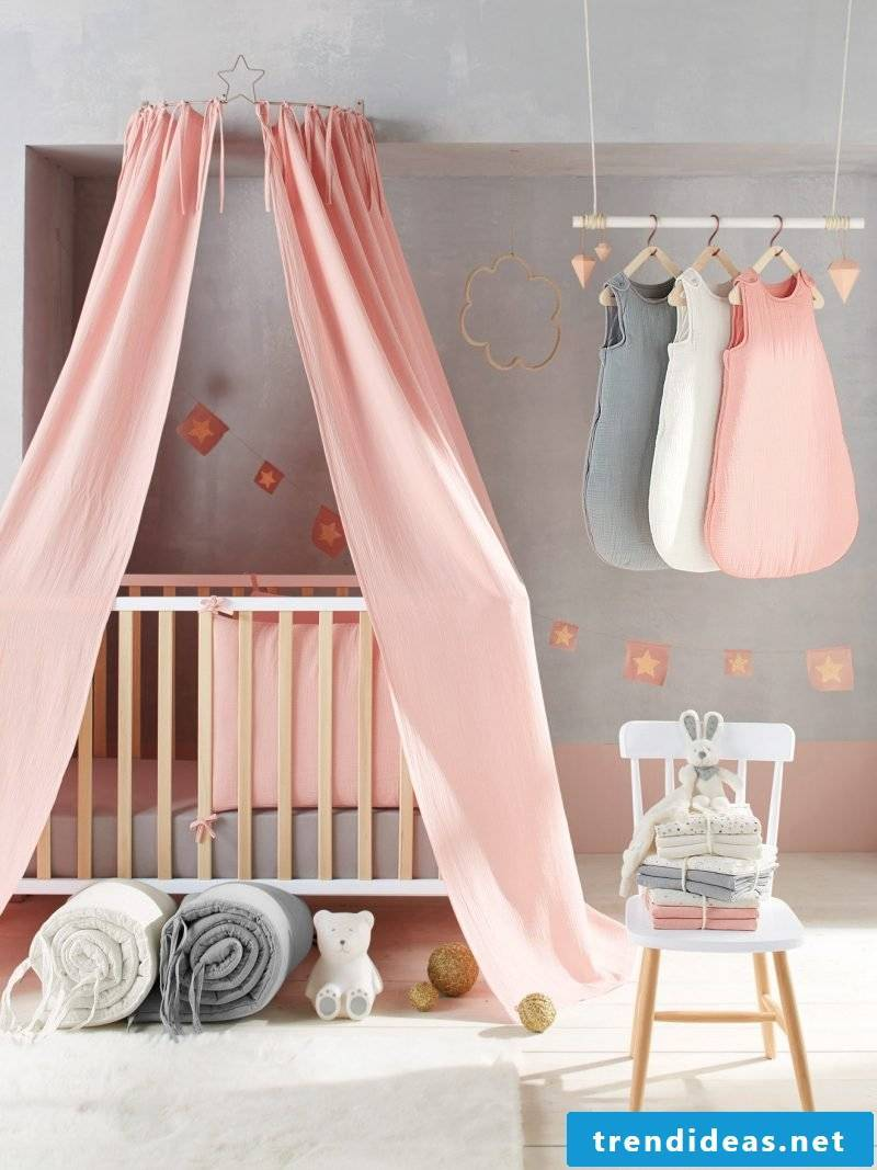 Four-poster curtain baby room