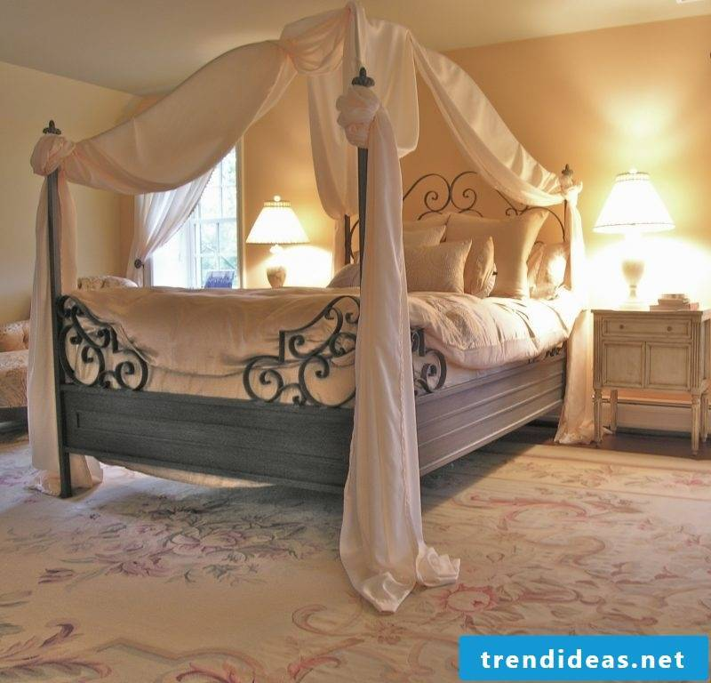 Four-poster curtain design