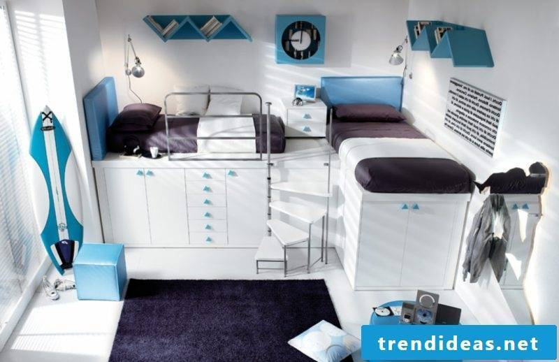 Cool bedding in dark colors matches a boy's room