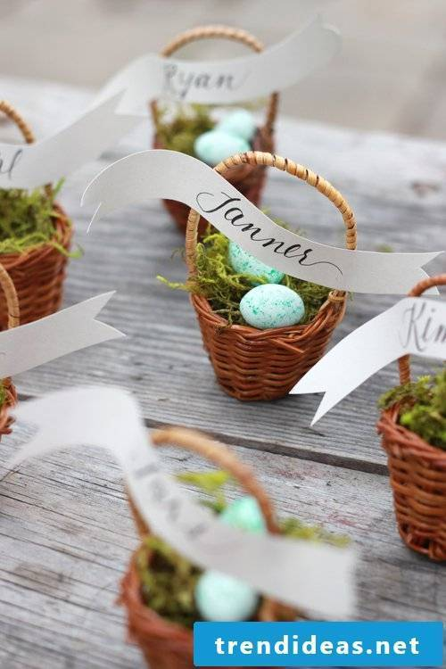Creative name tags for Easter table decoration