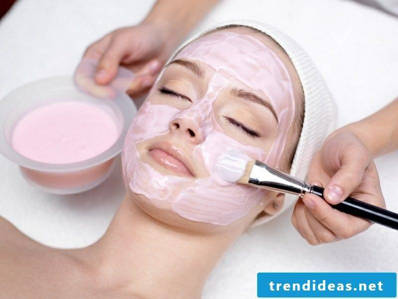 Face masks make recipe with strawberries DIY yourself