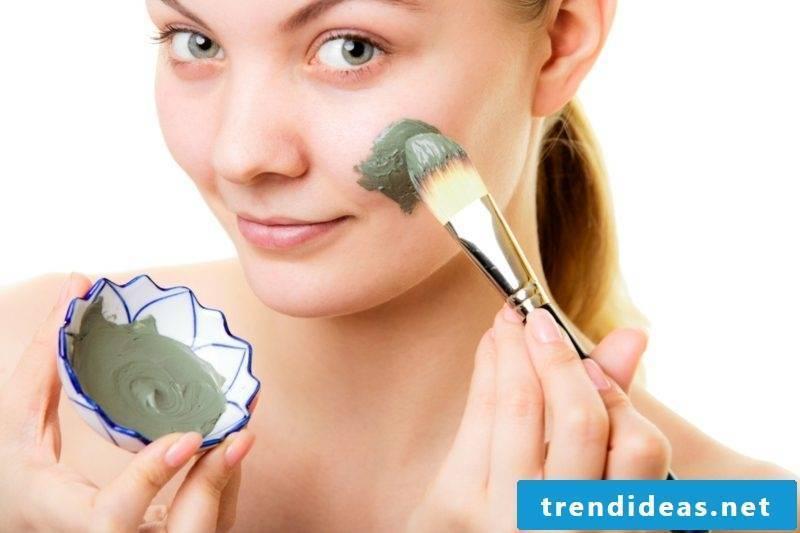 Face masks themselves make avocado mask against dry skin