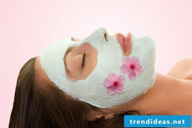 Face mask itself make avocado mask against dry skin