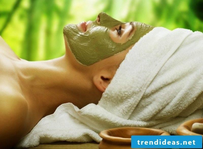 Face masks DIY avocado mask against pimples