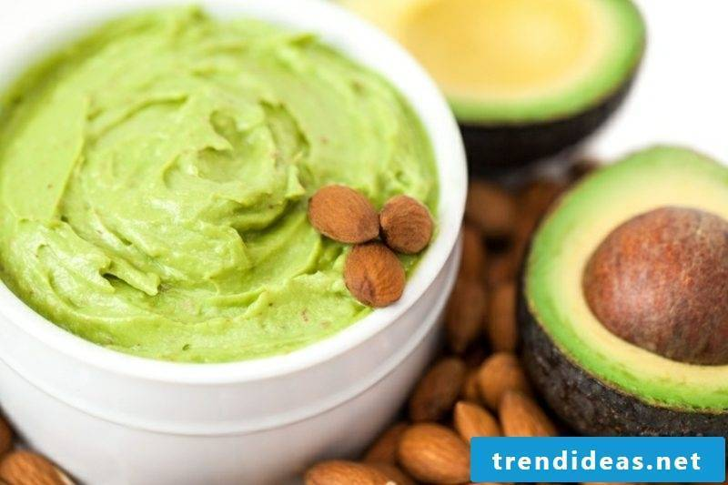 Make DIY avocado mask against dry skin yourself