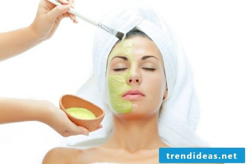 Make yourself face mask with aloe vera