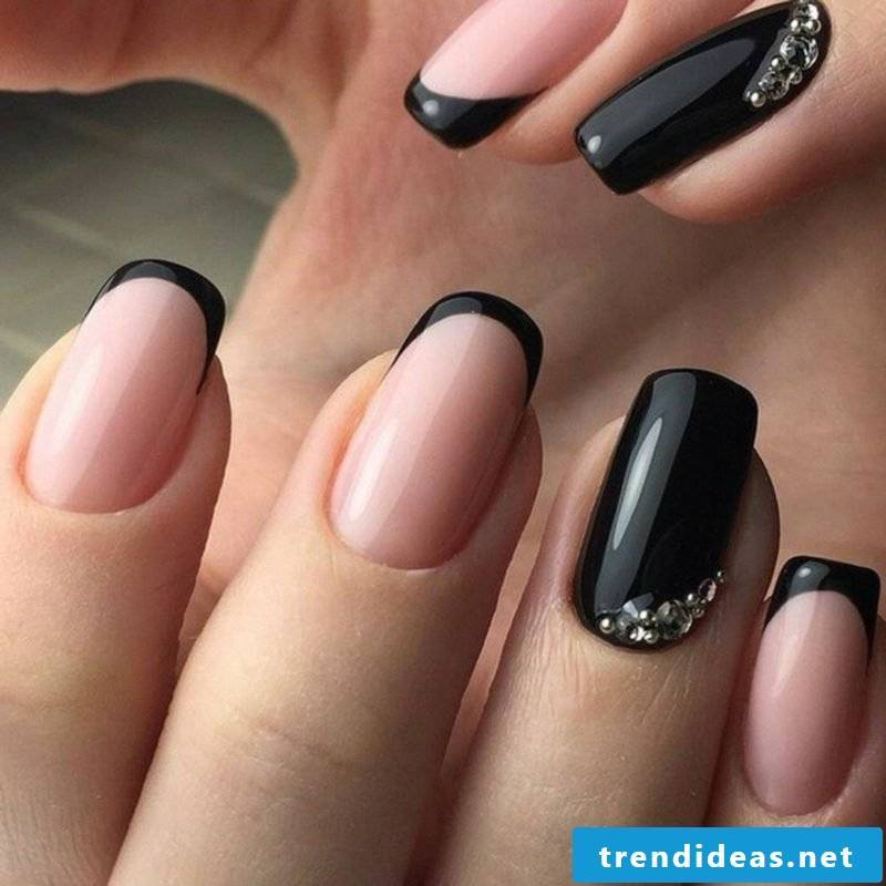 Nailart French manicure in pink and black