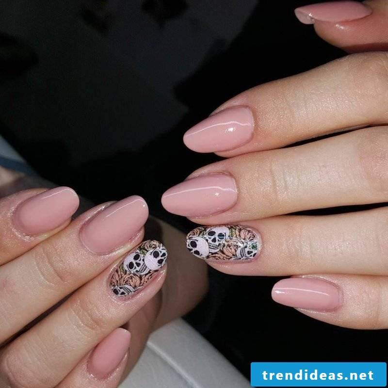 Halloween nails skull design