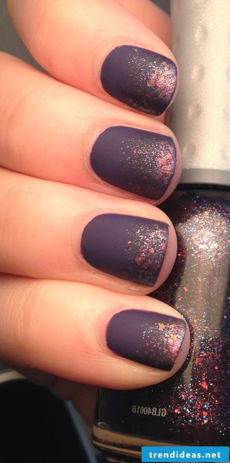 Nail design with glitter elements