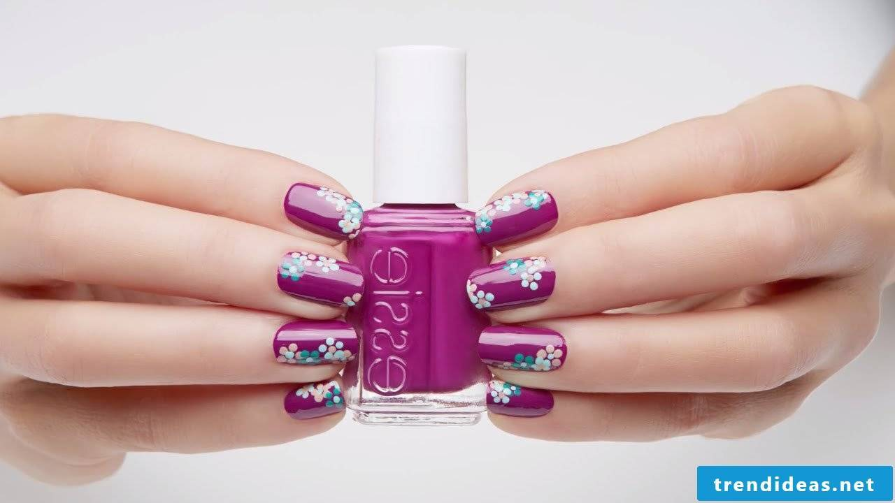 Purple field with flowers, simple and very neat nails pattern