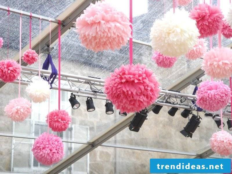 Pompoms made of tissue paper