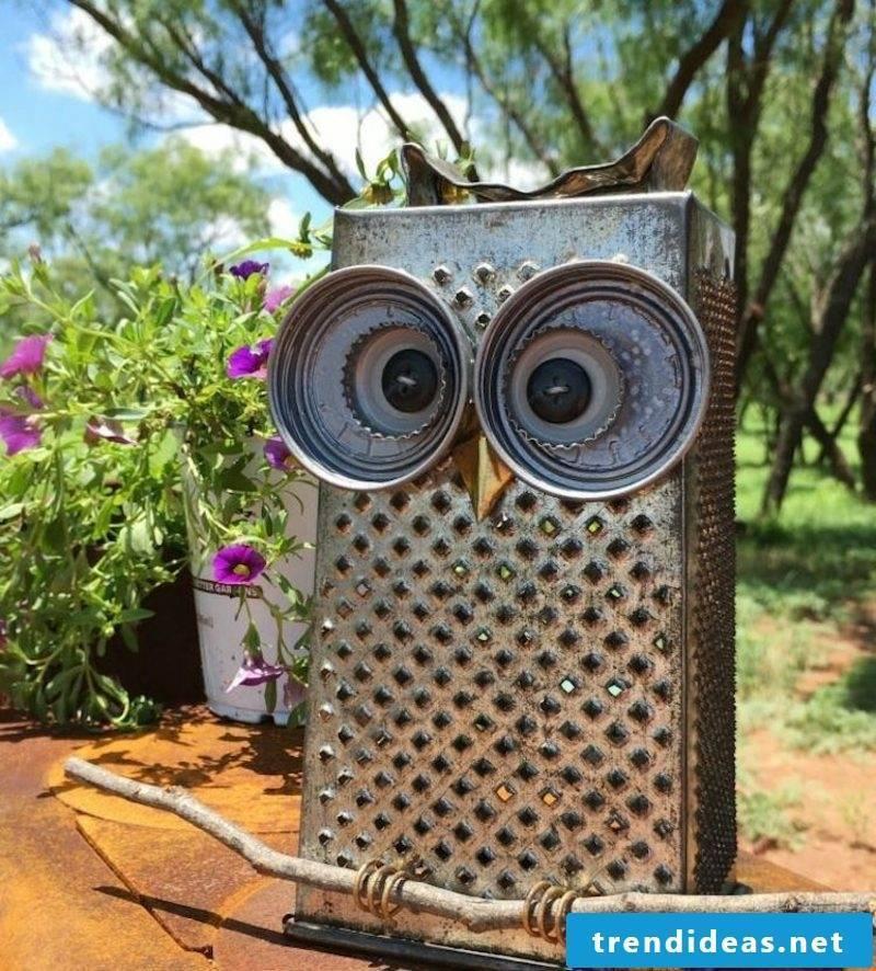 Fancy garden decoration make DIY owl yourself