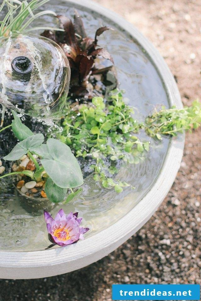 Great garden ideas for little money - mini fountain in the pot for the balcony