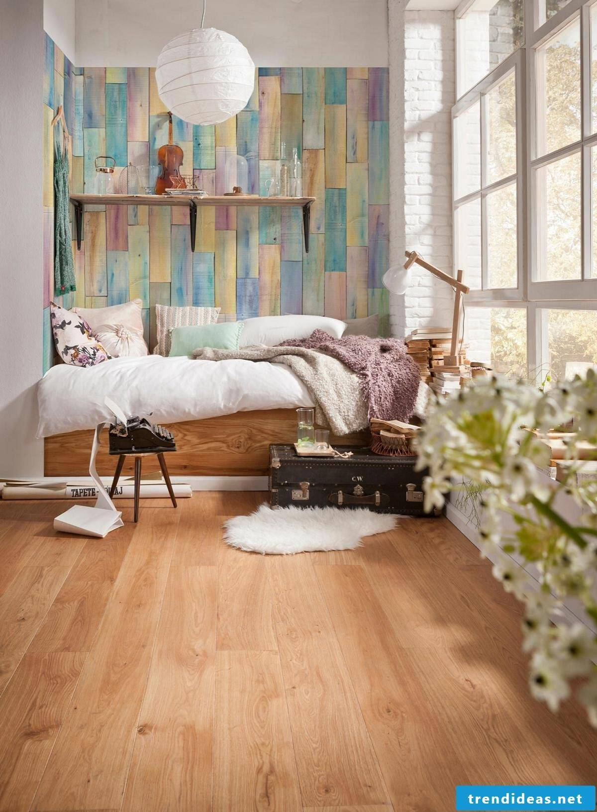 It becomes cuddly with wooden wallpapers!