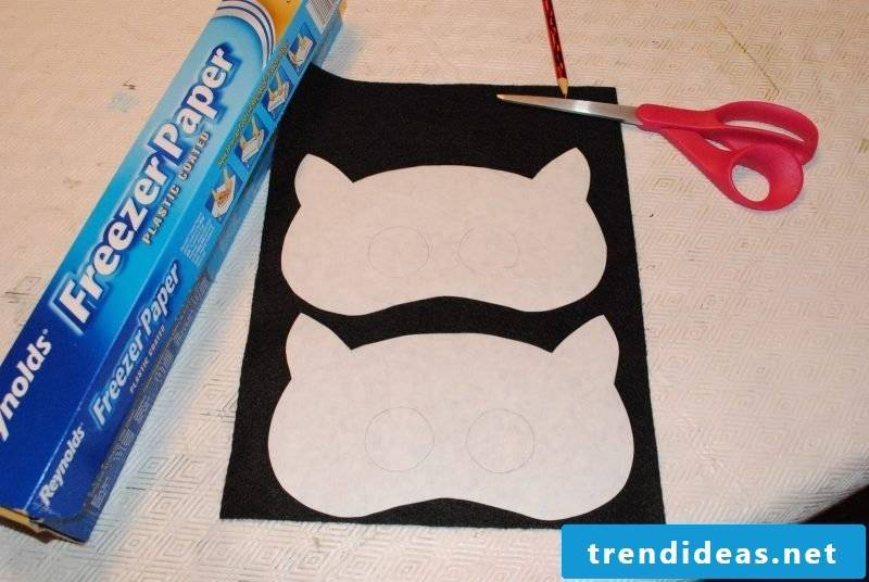 make animal masks with the scissors cut out the template
