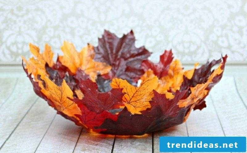 Autumn decoration creative ideas with autumn leaves