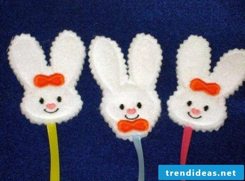 make funny Easter bunnies from fabric scraps