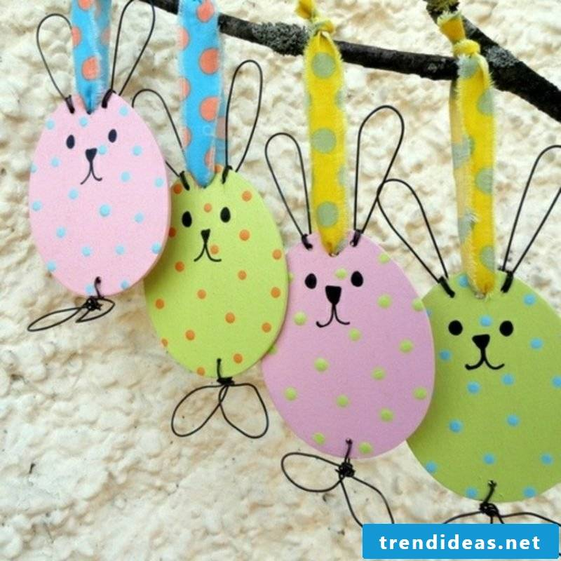 Easter bunnies made of paper