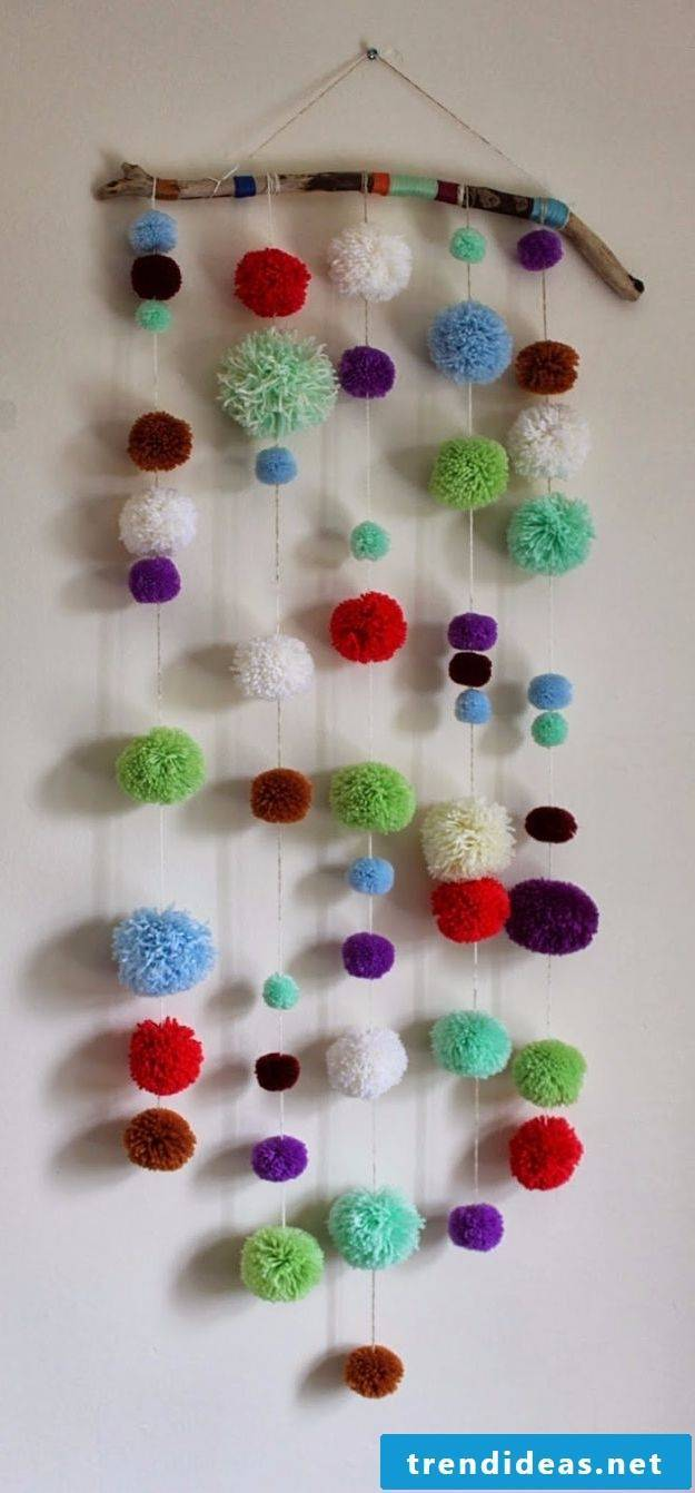Make mobile with pompoms