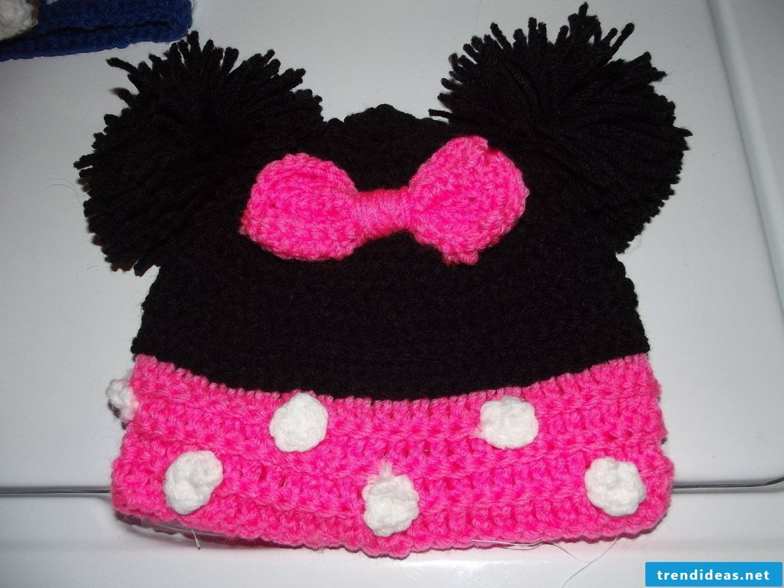 Beanie with pompoms - a true classic