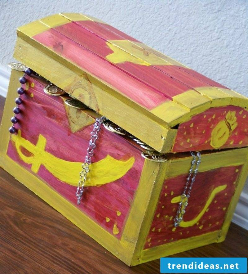 Wooden treasure chest decorating creative ideas