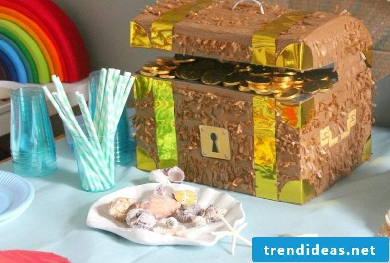 Making treasure chest for kids birthday