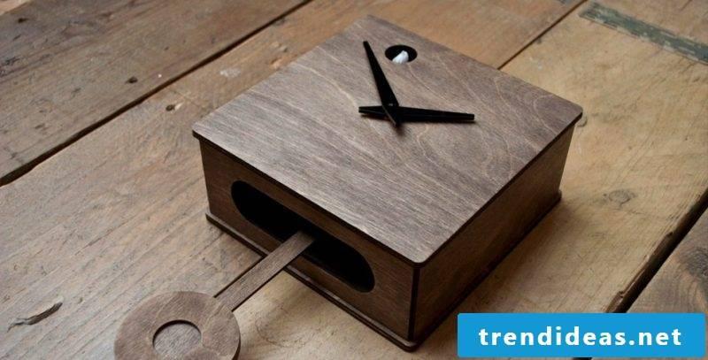 This cuckoo clock is a handmade work.