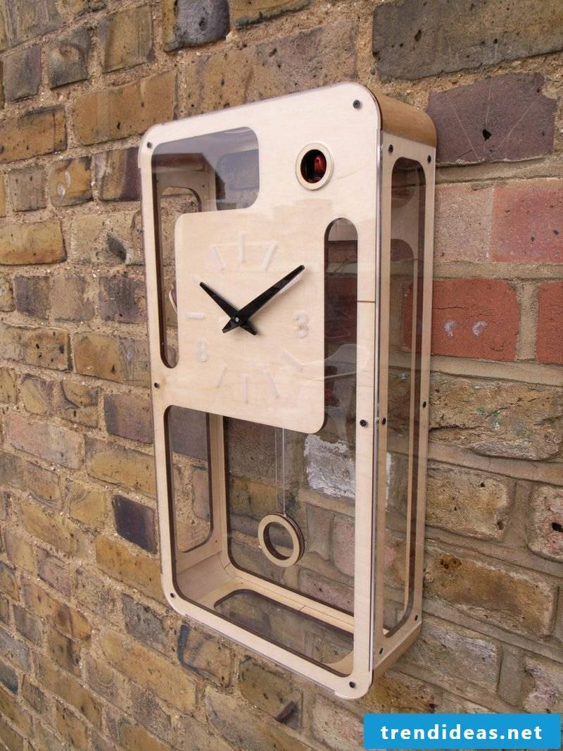 This cuckoo clock fascinates with its modern design.