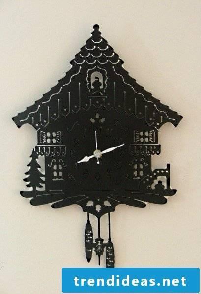 Cuckoo clocks of metal